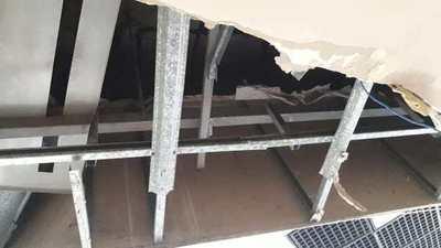 Se desploma techo de un recinto del Parlamento