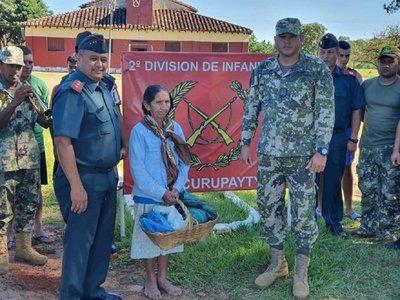 """Militares de Villarrica entregaron """"aguinaldo"""" a humilde anciana"""