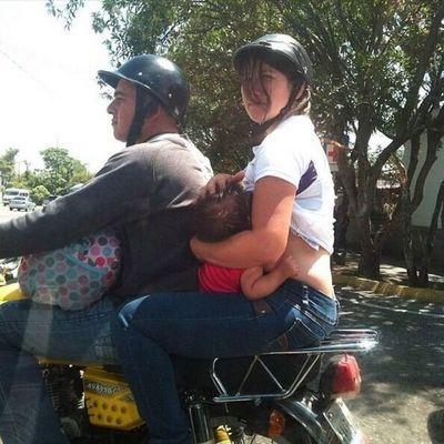 Niño de un año muere al caer de una motocicleta
