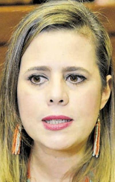 Kattya afirma que donó G. 76 millones en gasoíl