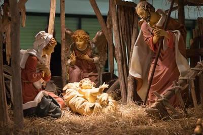 Las familias cristianas se reúnen en Nochebuena a la espera del Niño Dios
