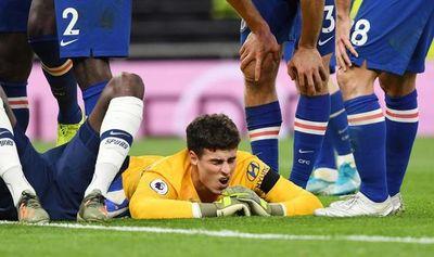 Tottenham sanciona al aficionado que tiró un vaso a Kepa