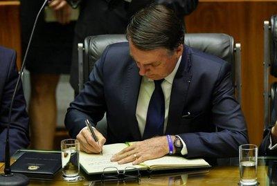Bolsonaro concedió un indulto navideño a policías y militares condenados por homicidios