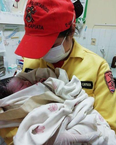 Antonio Jesús nació en Navidad con ayuda de los bomberos