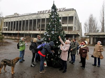 Levantan primer árbol de Navidad cerca de Chernóbil desde accidente