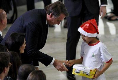 Bolsonaro dice que tuvo pérdida de memoria parcial tras caída en residencia