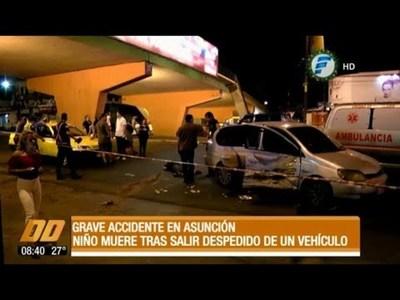 Niño muere tras salir despedido del automóvil de su papá