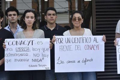 Universitarios se manifiestan frente a la sede de Conacyt contra Eduardo Felippo