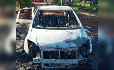 Fuego consume por completo un vehículo