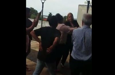 Integrante de Comisión Escrache fue agredida por hurreros de Ulises Quintana