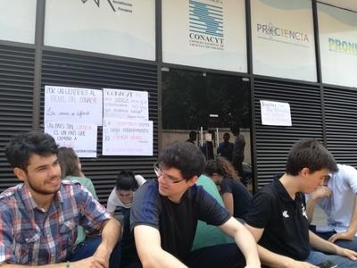 Estudiantes Protestan por designación de Felippo como titular del CONACYT