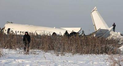 Un avión se estrella con un centenar de pasajeros a bordo en Kazajistán