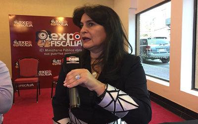 Fiscal Acuña niega amistad con Rocío Casco