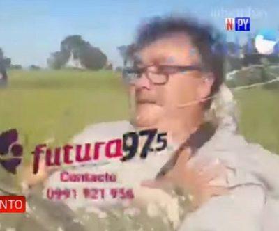 Militar garrotea a periodista