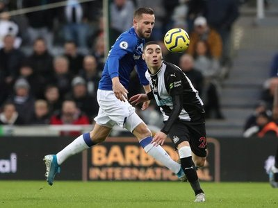 El Everton de Ancelotti supera al Newcastle de Almirón