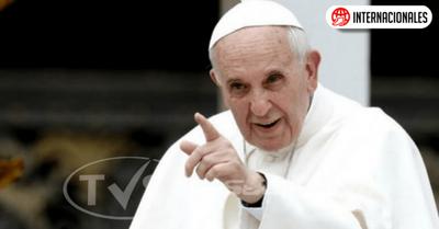 El Papa regaña a los niños que usan el celular mientras comen con la familia