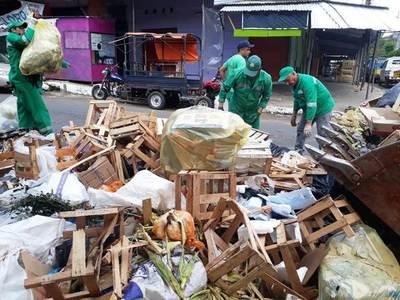 """Vendedores """"generan"""" 200 toneladas de basura en Navidad, Año Nuevo y Reyes •"""