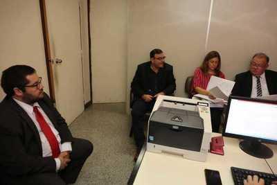 Tomás Rivas se presenta ante el Juzgado tras orden de detención