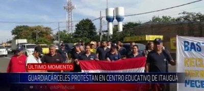 Itauguá: Agentes penitenciarios piden el pago de aguinaldo