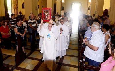 Arzobispo llama a apoyar las familias y también a parejas homosexuales