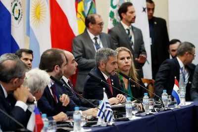 Ejecutivo destaca labor diplomática para promoción comercial y de inversiones