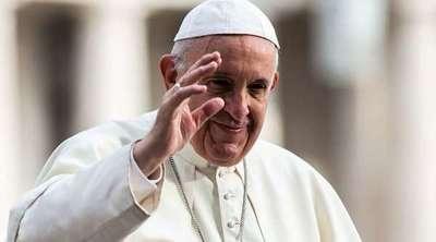 El papa reprende a una mujer que le agarró bruscamente del brazo y le empujó