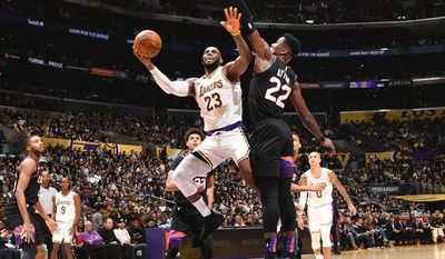 Bucks y Lakers comienzan el año con sendas victorias