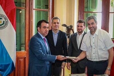 HOY / Mario Abdo promulga presupuesto 2020
