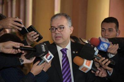 Ullón se lanza como intendentable, invoca el apoyo de su amigo Abdo y del grupo de Cynthia Tarragó