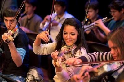 La Orquesta de Instrumentos Reciclados de Cateura llega a madrid ante reina Sofía