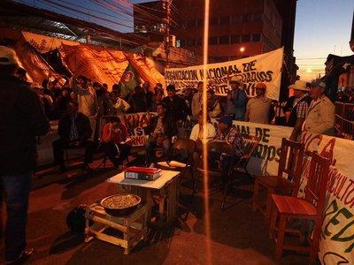 Tras siete días de protestas, campesinos continúan sin respuesta del Gobierno