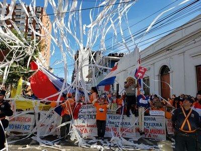 La Comisión de Escrache anuncia que ahora van por Cuevas y Portillo
