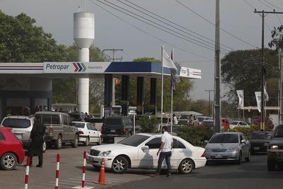 Petropar estaría vendiendo su combustible a emblemas privados para apurar suba