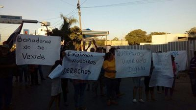 Bañadenses se manifiestan y cierran ingreso a Costanera