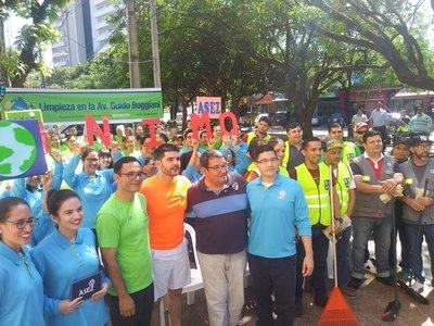 Funcionarios de la Junta Municipal y voluntarios limpiaron a la Ciclovía