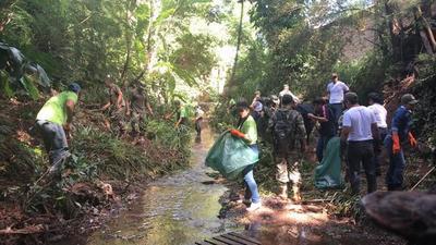 Facilandia se sumo al Basurachallenge limpiando el arroyo Yvyra'i