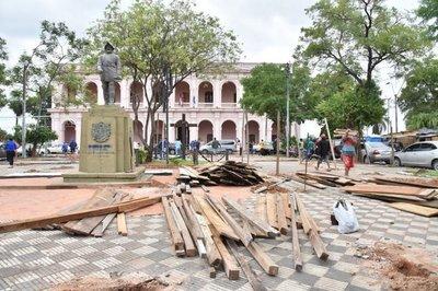 Intendente plantea enrejar plazas situadas frente al Congreso y al Cabildo