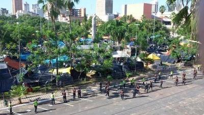 HOY / Enrejar o no Plaza de Armas: Frente Guasu se opone, comuna arguye ahorro millonario