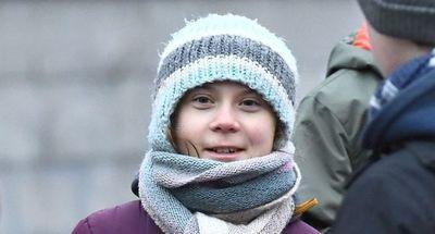 Greta Thunberg celebra 17 años sin torta y protestando por la crisis climática