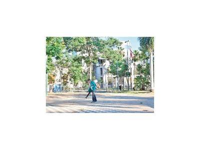 Proyectan enrejar las plazas del Cabildo