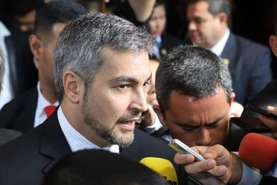 Mario Abdo pide apostar por el trabajo para salir adelante