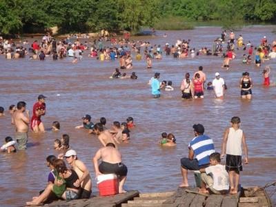 Advierten sobre aguas contaminadas y piletas de concentración masiva