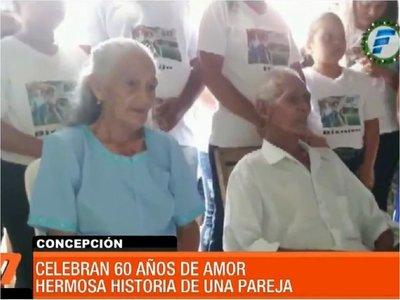 Pareja de abuelos celebra 60 años de casados