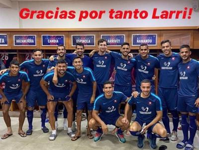 El plantel azulgrana despidió a Joaquín Larrivey
