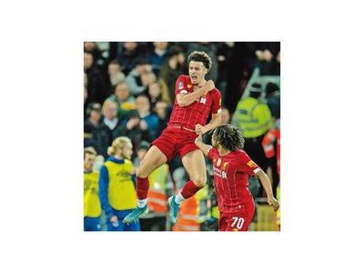 Un golazo le da la victoria al Liverpool