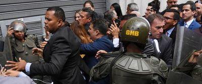 Chavismo atraca el Congreso e impone un líder aliado al régimen