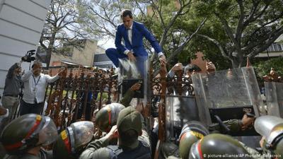 """Maduro dice que Guaidó no entró a sesión porque """"no quiso dar la cara"""""""