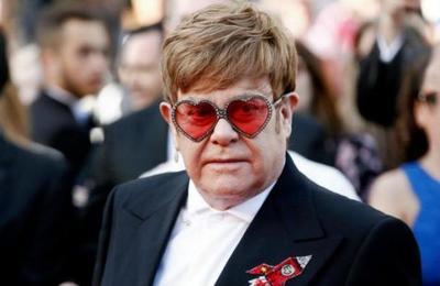 Así luce Elton John sin sus infaltables anteojos: se los quitó en los Globos de Oro 2020