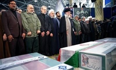Irán promete venganza en el entierro de Soleimani