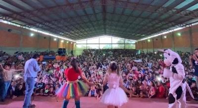 HOY / Reyes Magos en Ybycui: niños jugaron y bailaron en el Polideportivo Municipal